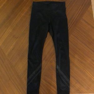EUC Tory sport black chevron leggings size XS